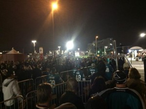Crowds waited for as long as 2 hours for VTA light rail trains after last night's Stadium Series game in Santa Clara. Source: